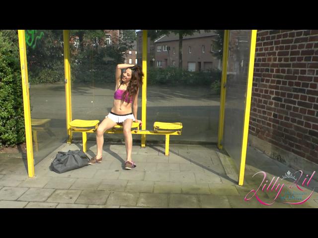 Wichsanleitung für einen Fan an der Bushaltestelle