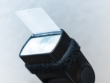 Aufsteckblitz mit herausgezogener Reflektorscheibe