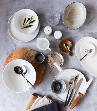 Das Styling des Sets schafft die Atmosphäre eines Food-Fotos
