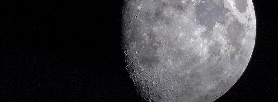 Der Mond mit seinen Kratern