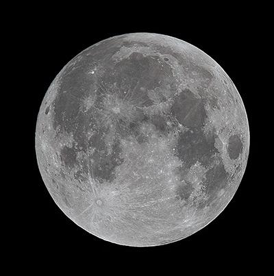 Bild des Mondes mit extremer Schärfe