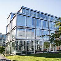 Firmensitz direkt am Rhein