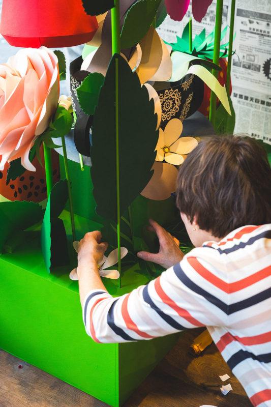 Maravíllate ante la asombrosa vitrina de Helen Musselwhite en la tienda Tea2 Regent Street. Todo forma parte de London Design Week 2018.