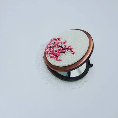 Pembe Çiçekli Ayna