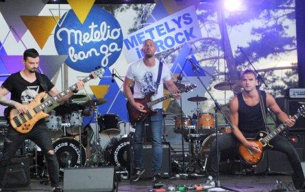 Dead Man's Cross išleidžia debiutinį albumą