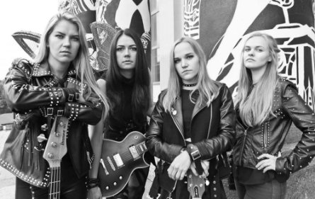 Black Spikes perdainavo Halestorm bei The Pretty Reckless dainas