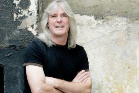 Dar vienas AC/DC narys eina į pensiją