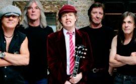 Teisiama \AC/DC\ koncerto bilietų padirbinėtoja