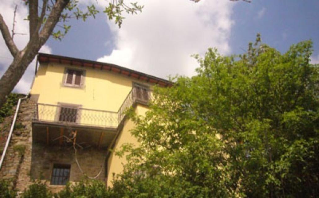Villa la terrazza sommocolonia tuscany italian holiday homes and investment property for sale - Villa la terrazza ...