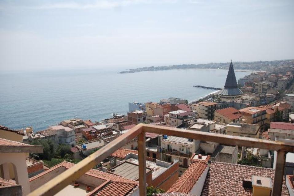 giardini naxos apartments for sale)