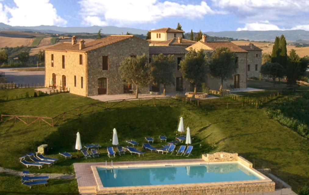 Podere ampella villas and town houses in tuscany san for Tuscany houses