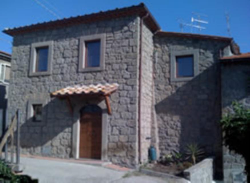 Townhouse paoletti 2 bedroom stone built town house for Stone built homes