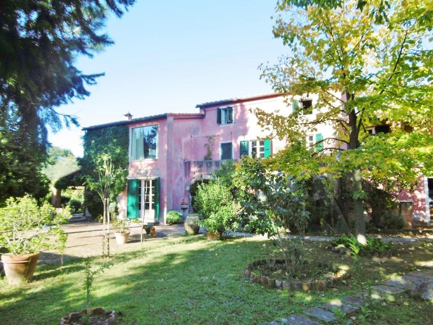 Villa with separate guesthouse apartment in Tuscany Ref: VIL0008