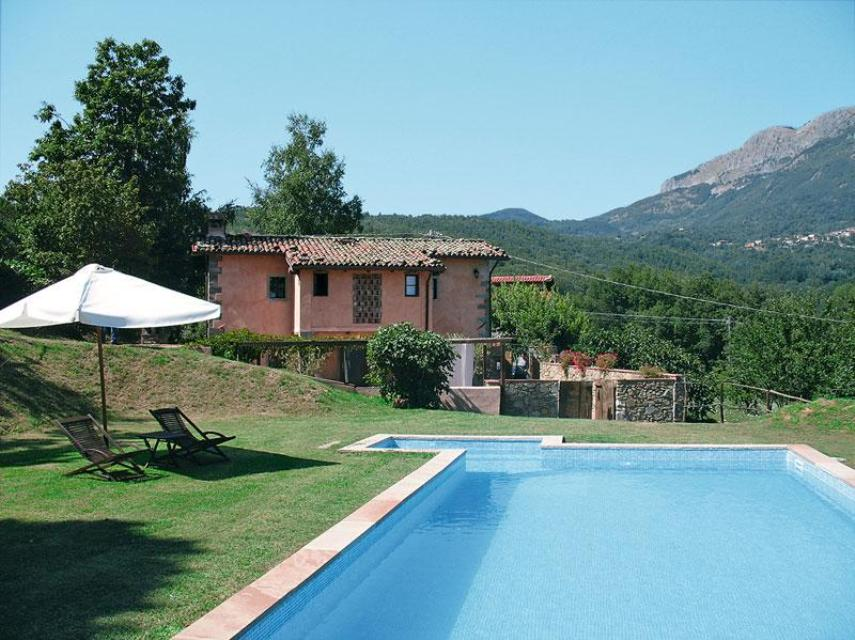 Pink farmhouse 2 bedroom country house with swimming pool for Italian country homes