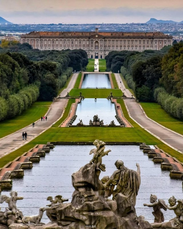 Caserta is one of those places to visit near Naples you can't miss