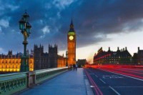 预定您下个旅游地点在伦敦您将获得一张免费PUB Crawl卡