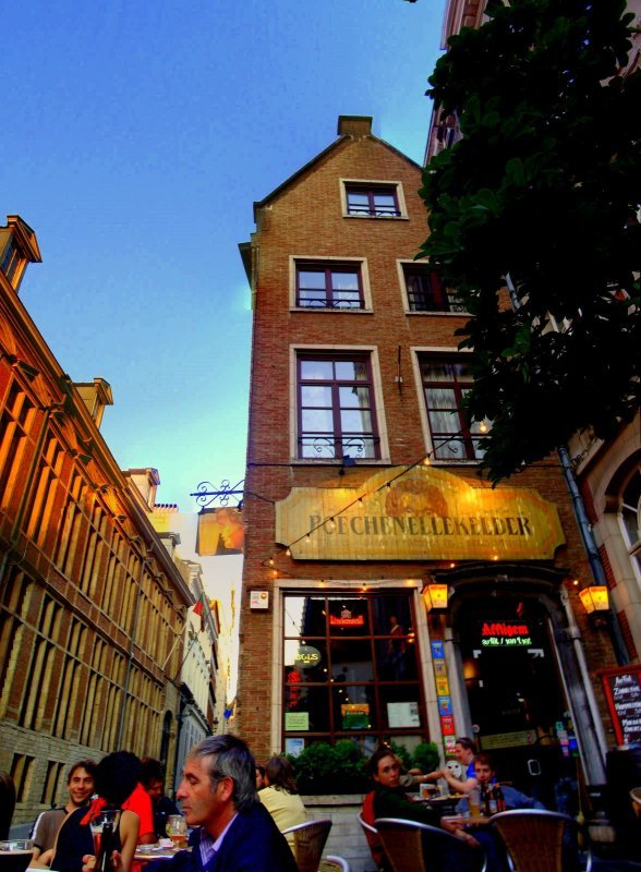 Brauereien in Brüssel, Poechenellekelder außen
