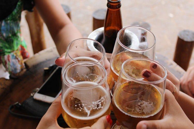 Brauereien in Brüssel, anstoßen