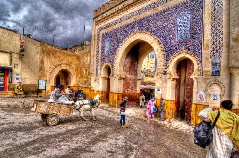 Günstig nach Marokko: Bab Bou-Jeloud Tor