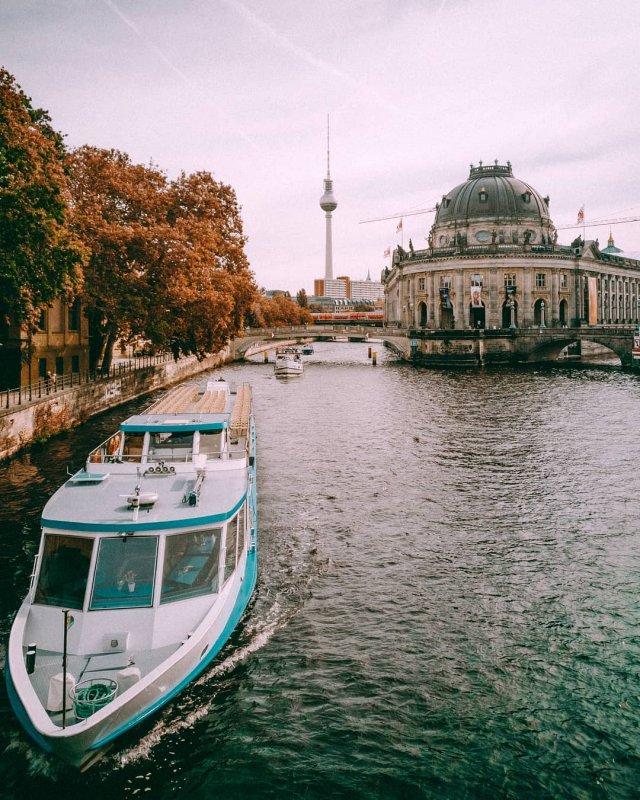 Hostel in Berlin Blick auf Fernsehturm und Bodemuseum