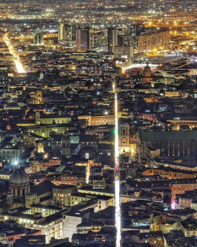 Neapel und Umgebung: Spaccanapoli