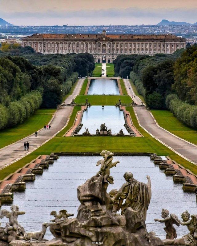 Neapel und Umgebung: Palast von Caserta