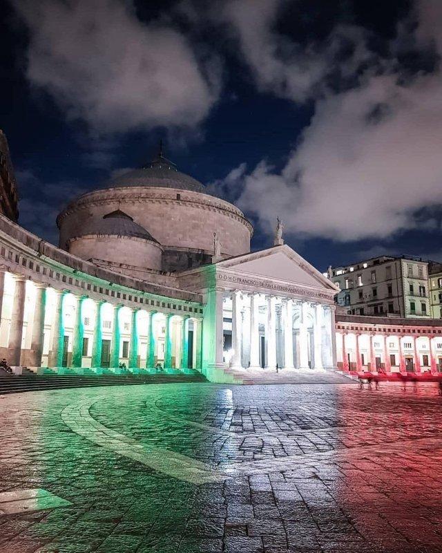 Neapel und Umbegung: Piazza del Plebiscito