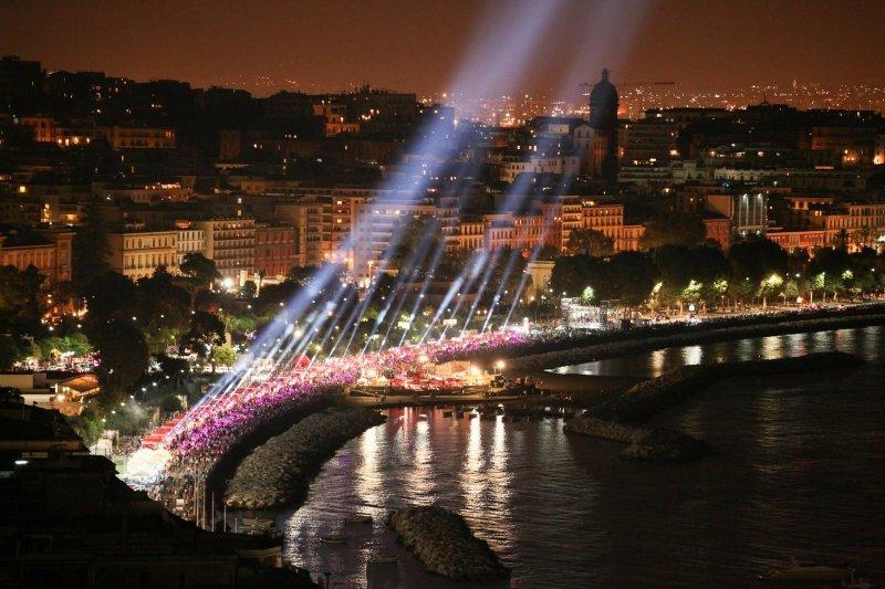 Neapel und Umgebung: Strandpromenade