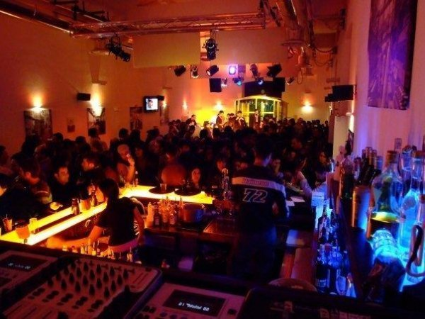 Neapel und Umgebung: Fabric Hostel and Club
