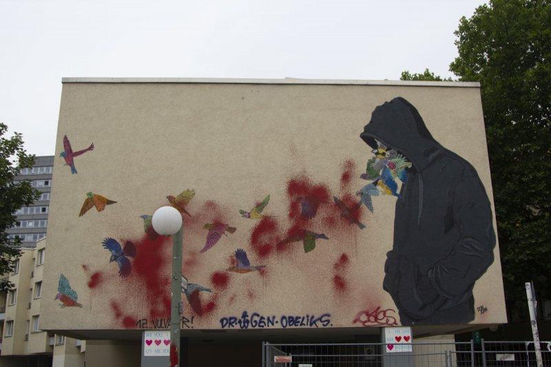 Streetart Berlin Hoodie Birds