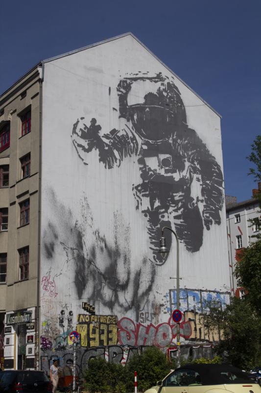 Streetart Berlin Astronaut Cosmonaut