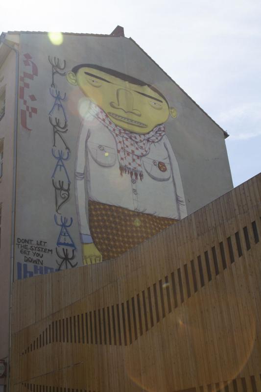 Streetart Berlin Yellow Man