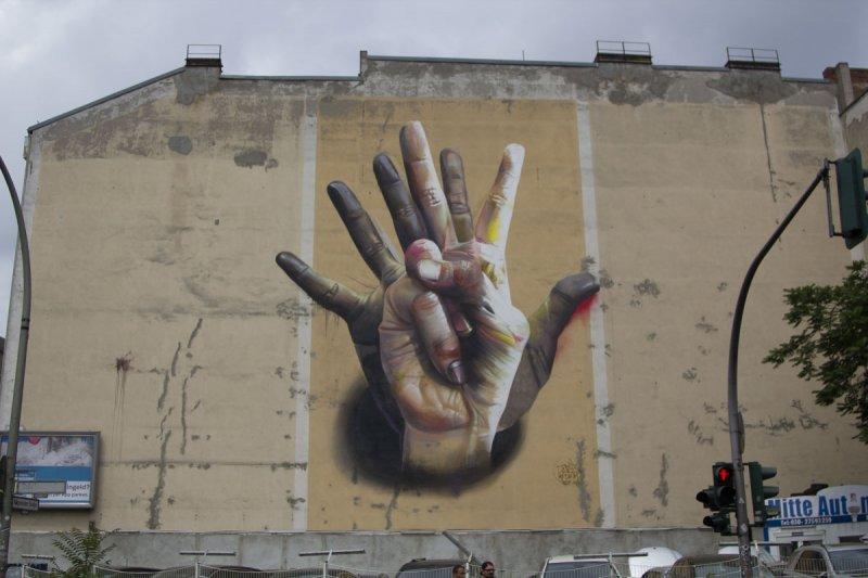 Streetart Berlin Unter der Hand