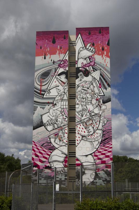 Streetart Berlin On tiptoes