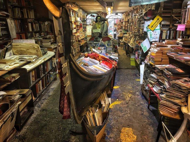 Acqua Alta Bookshop