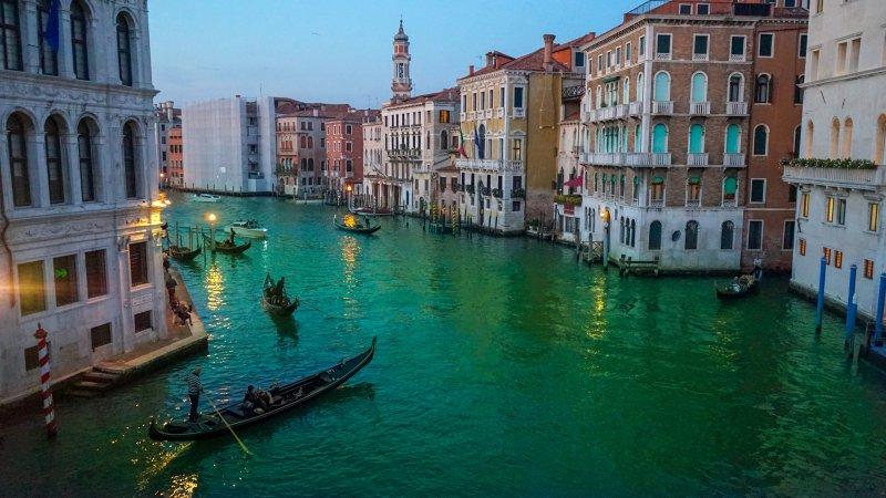 Venezia di notte è tutta un luccichio