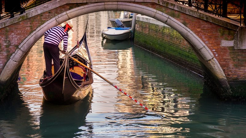 Is Venice slowly sinking?