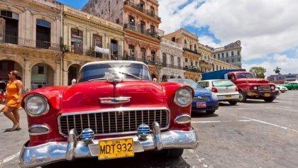 Havana retro, salsa, musica y autos clasicos