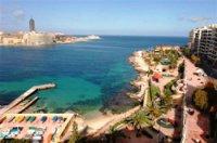 Malta toivottaa matkailijat tervetulleiksi!