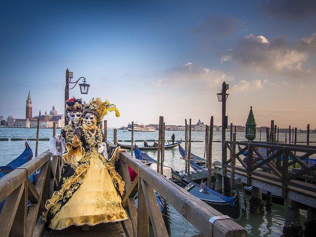 Venetsian karnevaalivinkit budjettireissaajalle