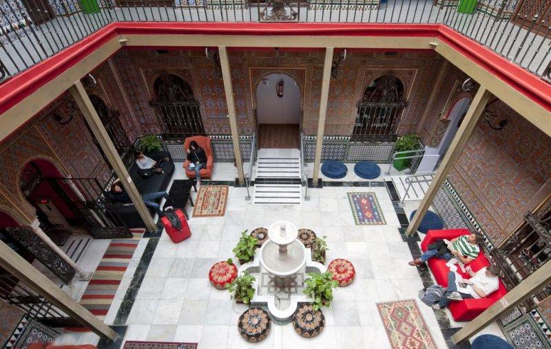 Il patio interno del Cats Hostel a Madrid