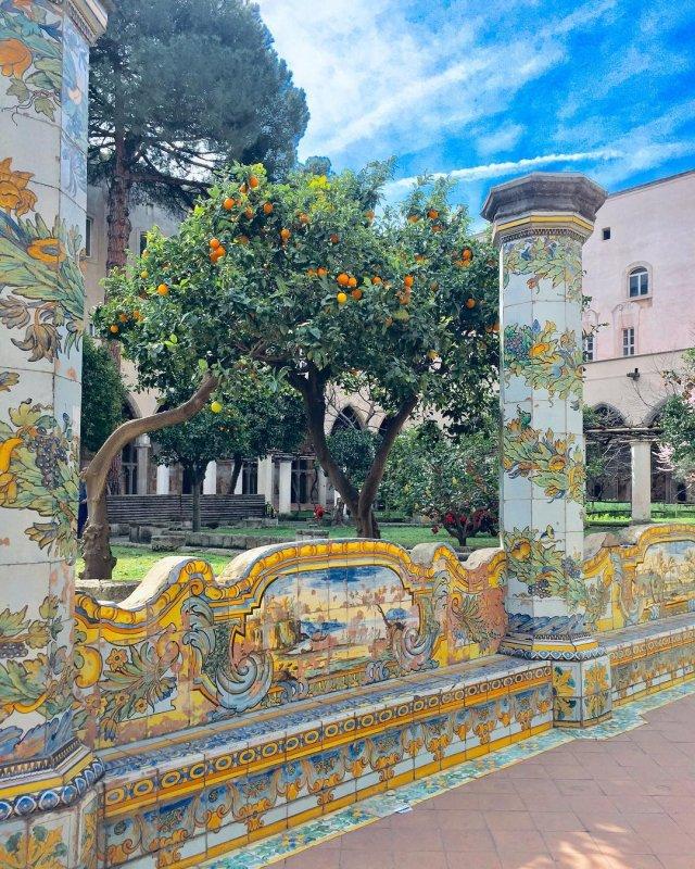 Cosa vedere a Napoli e dintorni: Maioliche del Monastero di Santa Chiara (big)