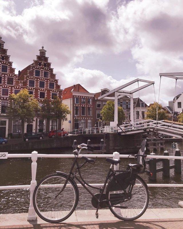 Uno dei canali con ponti levatoi ad Haarlem