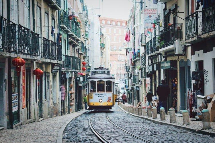 Viajar durante a pandemia: 10 países que oferecem condições especiais para nómadas digitais - Lisboa