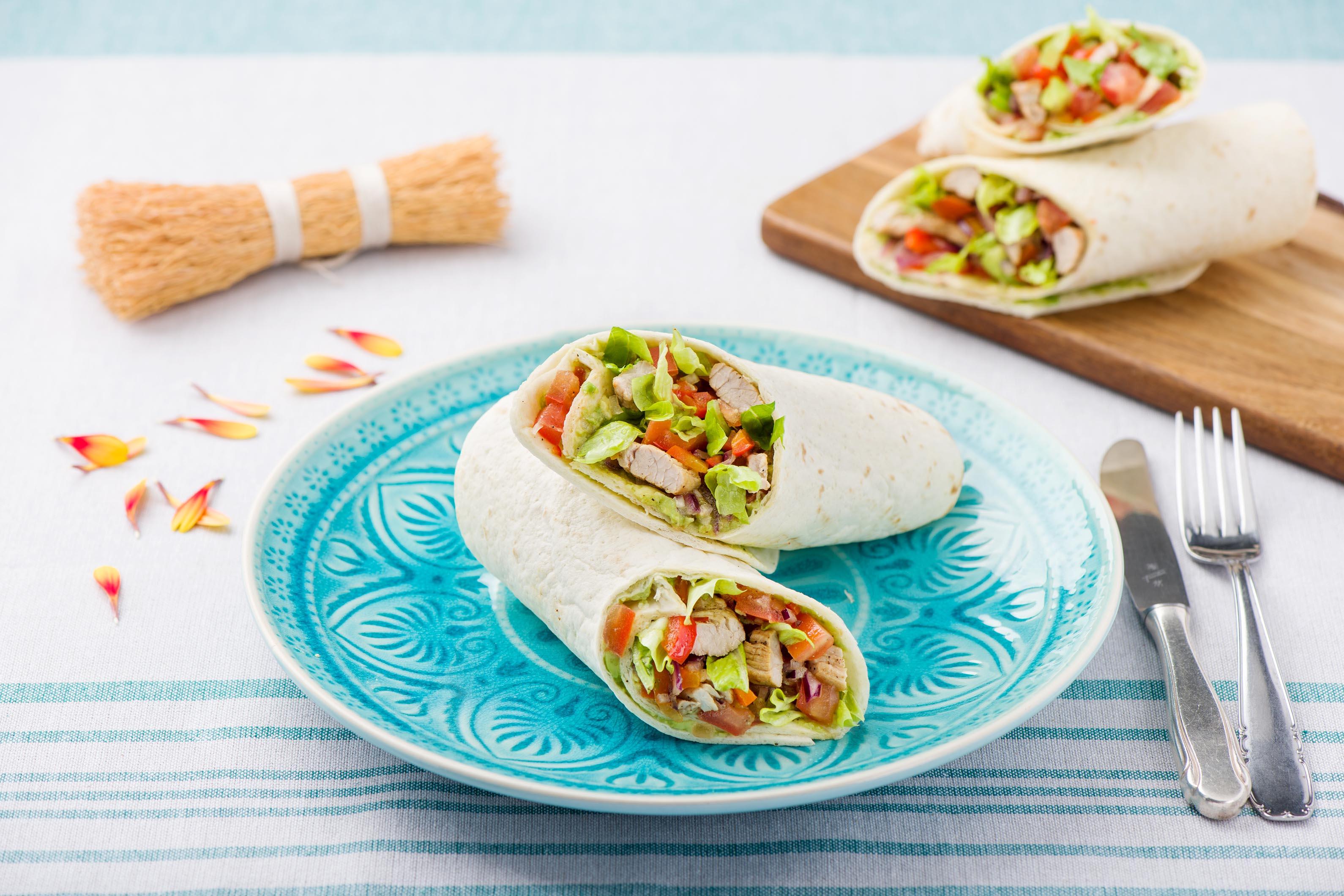"""Mexikanische Schweinefleisch-""""Fajitas"""" mit selbstgemachter Guacamole und Tomatensalsa"""