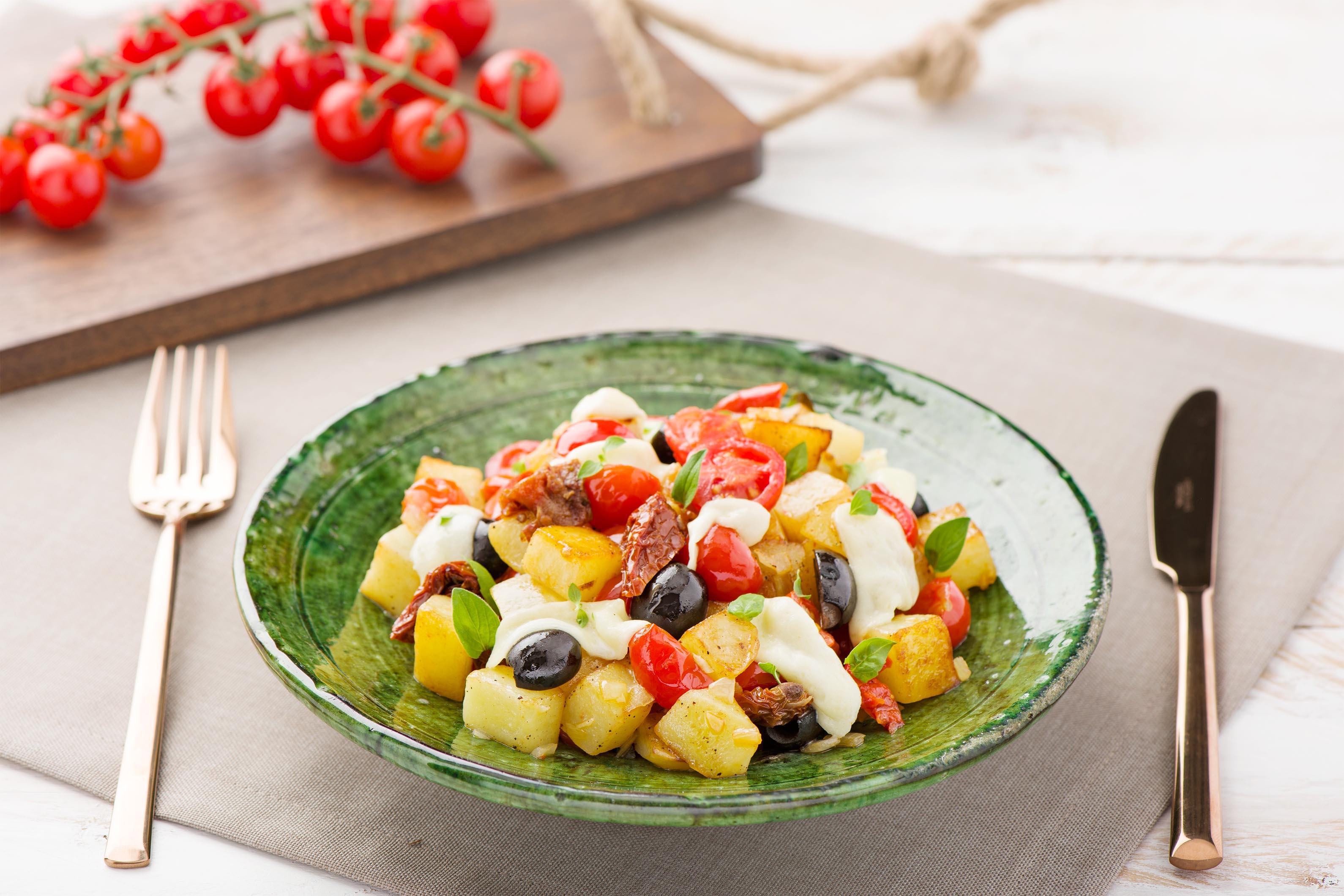Bella Italia: Kartoffelpfanne à la Caprese mit frischem Basilikum