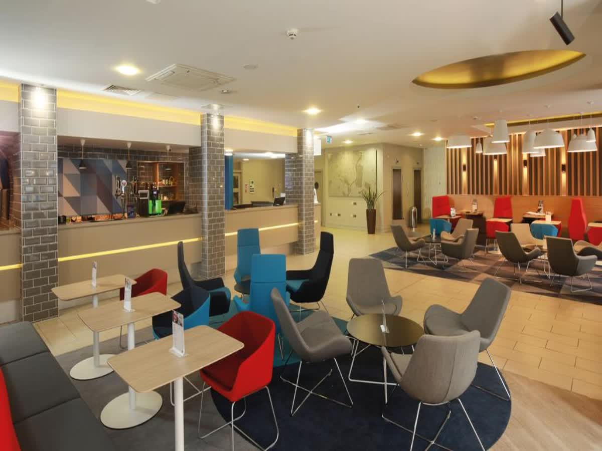 Holiday Inn Express Belfast Antrim 12