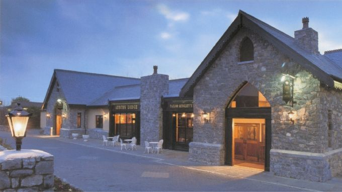 Auburn Lodge & Leisure Centre  Clare 1