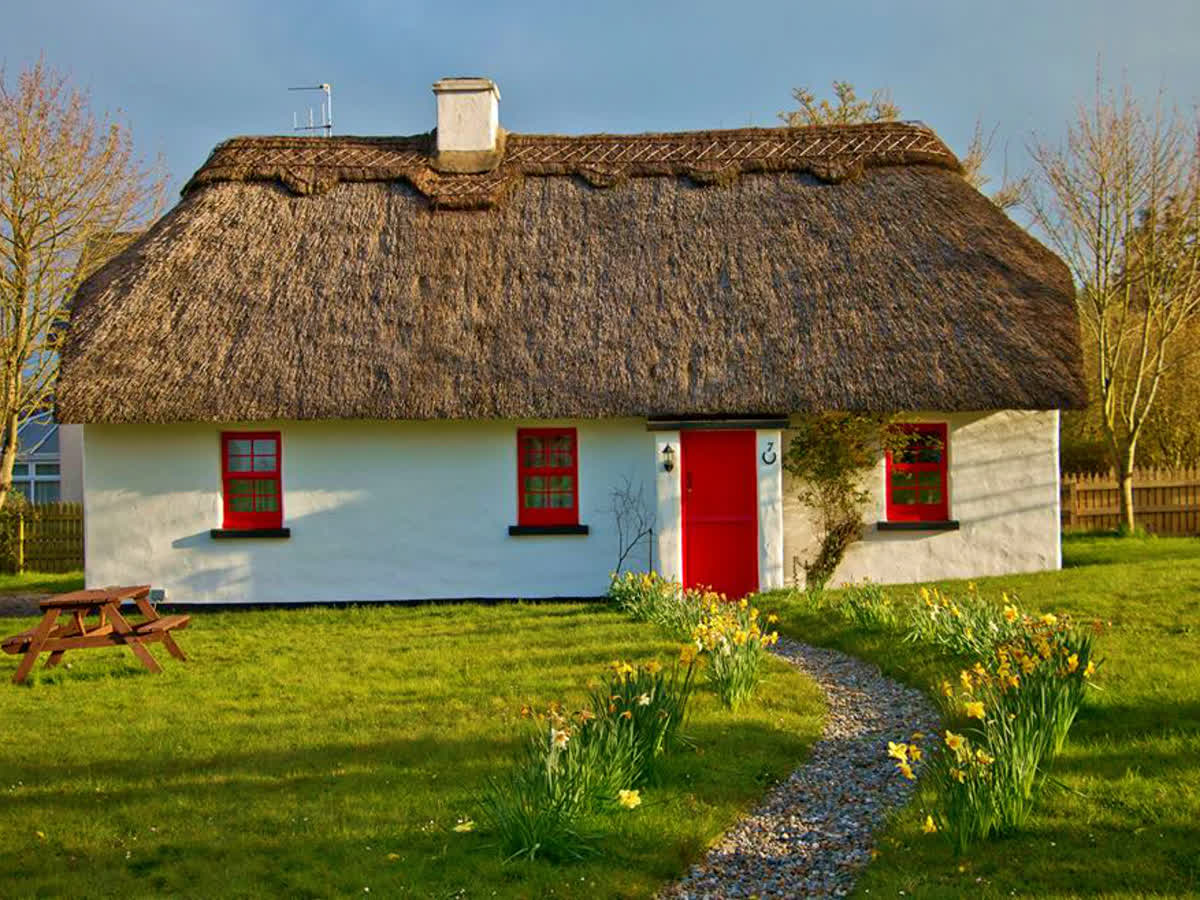 Lough Derg Thatched Cottages