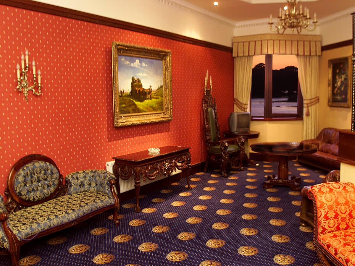 Lakeside Manor Hotel